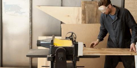 Kartáčování a opalování dřeva